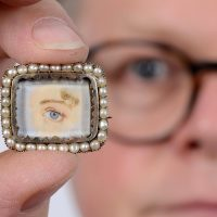 Bidders Eye up Jewellery